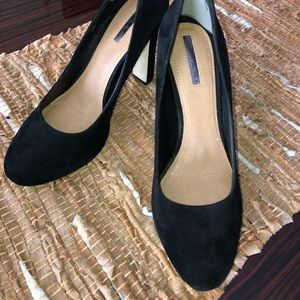 Tahari Suede Shoes